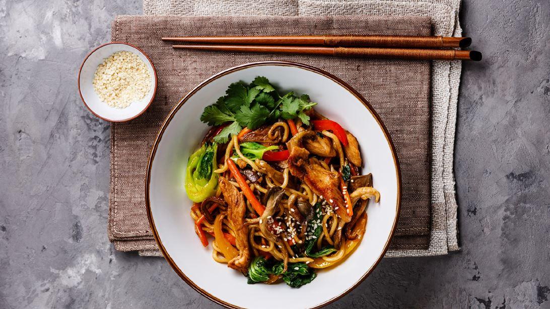 Υaki Udon Noodles με Κοτόπουλο και Λαχανικά